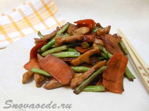 Мясо с овощами и соевым соусом
