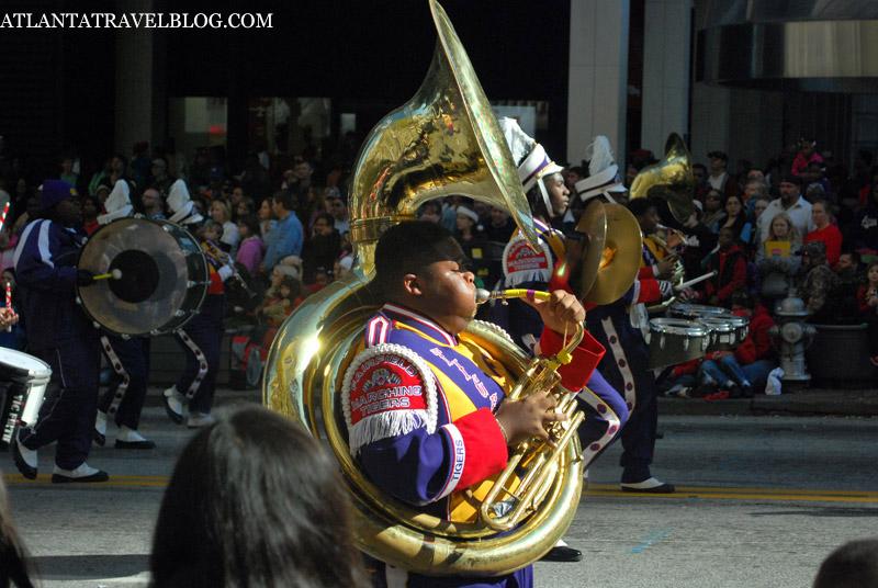 Оркестр на параде. Рождество.