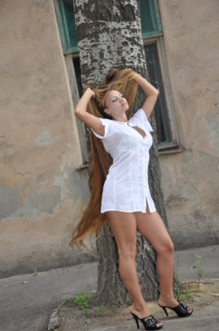 model with very long hair look hotter