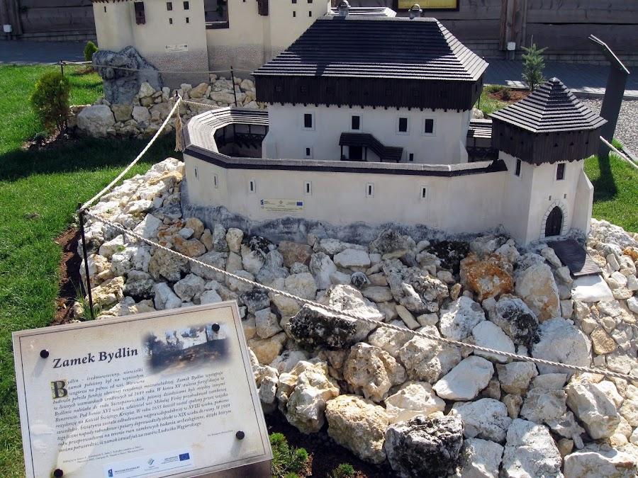 zamek bydlin - makieta z parku ogrodzieniec