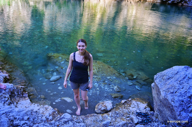 купание в горной реке, Черногория