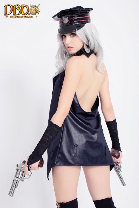 Mẫu Tây Andrea chụp ảnh cosplay cho Daybreak Online