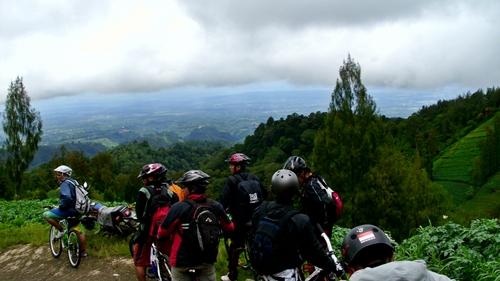 View Kota Malang bisa dilihat dari atas, yakni dari kaki Gunung Bromo.