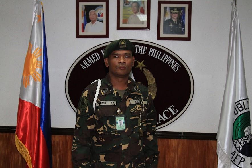 Catapang awards Pemberton's Filipino guard