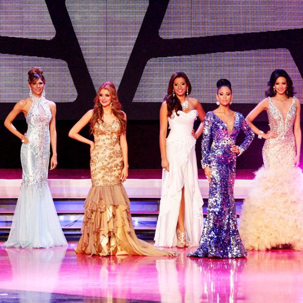 Contestants pose in lovely evening gowns during the Miss Panama 2013 beauty pageant, held in Panama City, on April 30, 2013.