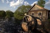 Работающая водяная мельница в Селезовке