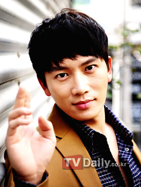 Ji Sung Dijo: Encajar con Jaejoong era importante y grande; Bebi con JYJ  Jisungjyj