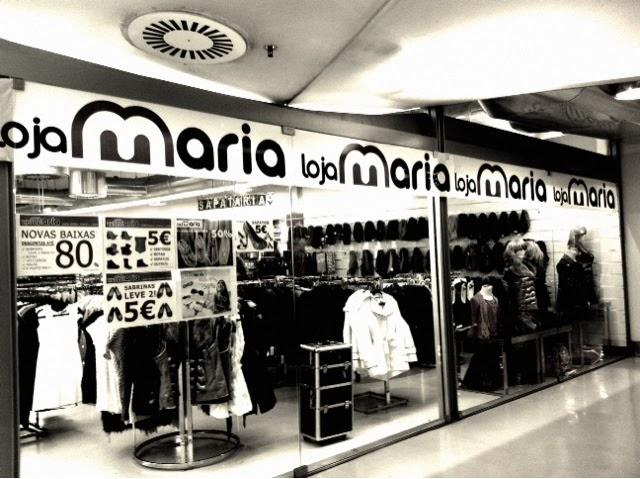 e4a9e0bca46db Esta fotografia é apenas a entrada e onde podem ler duas coisas sempre  presentes naquela loja  Novas Baixas e produtos a 5€!! Garanto-vos que se  há coisa ...