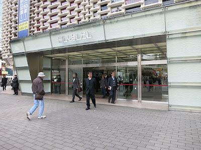 ニュー新橋ビルの入口