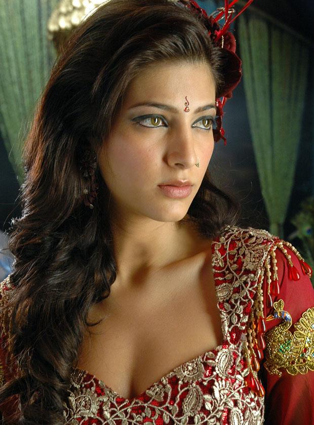 Shruti Hassan Hot Photos in Anaganaga Oka Dheerudu http://www ...