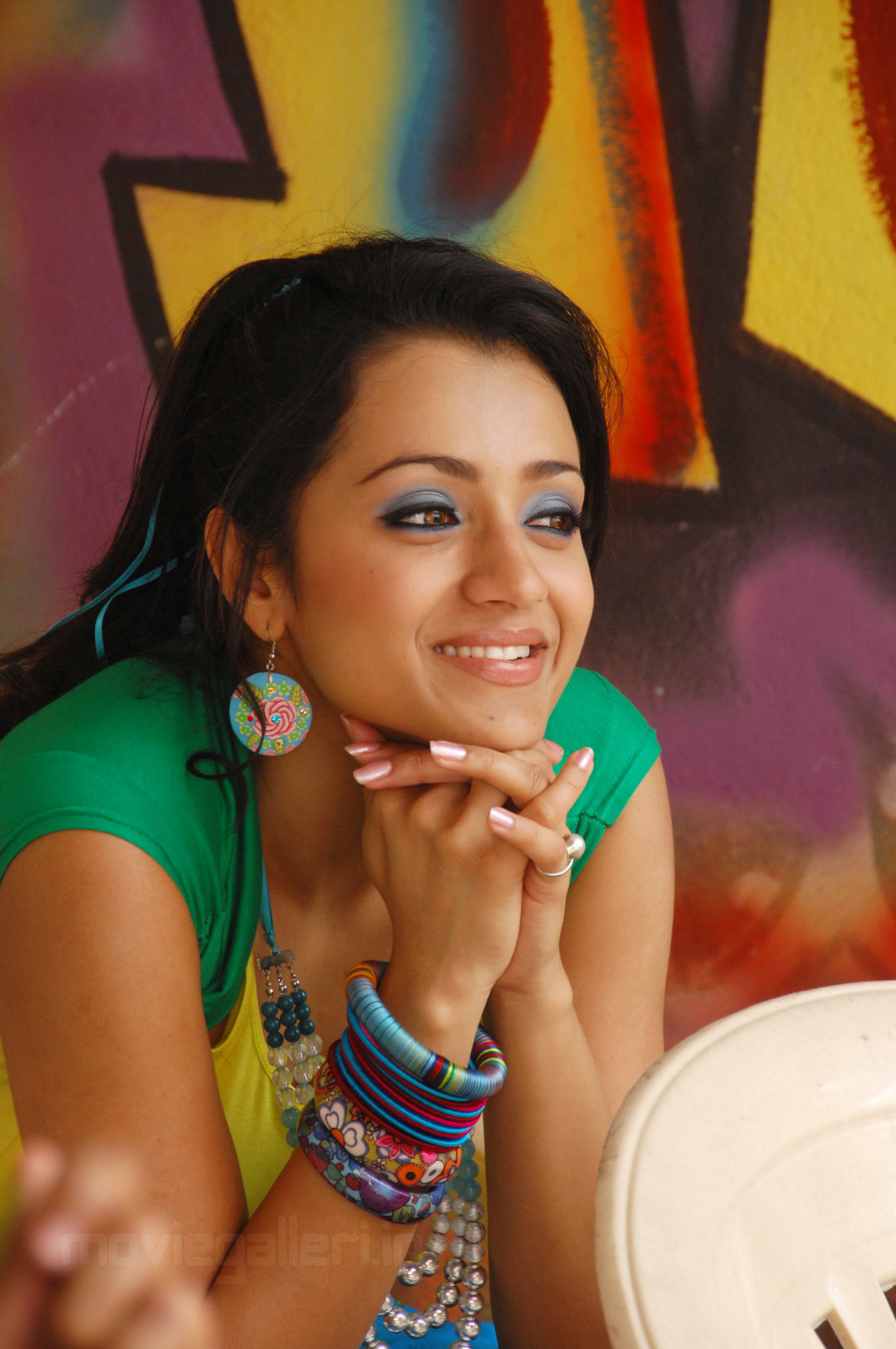 Actress Trisha Latest Cute looking pics from Theen Maar Telugu Movie