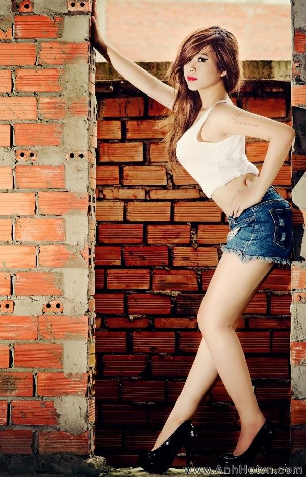 Hot girl Ngân Hà: da trắng, dáng xinh