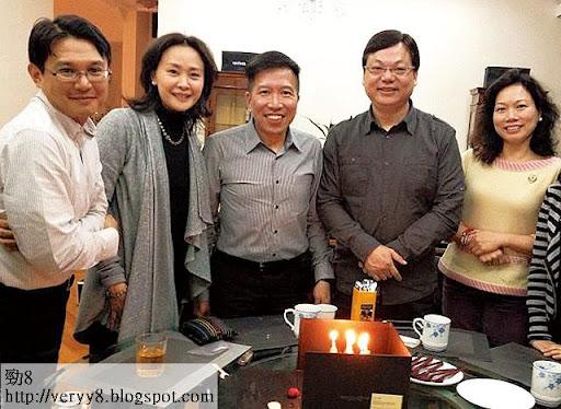 去年陳振聰生日,林以諾和教會弟兄姊妹為他慶祝。