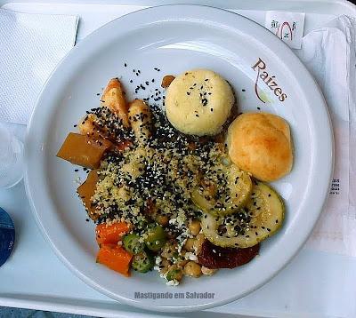 Raízes: Um prato bem 'natureba' feito com as opções do buffet