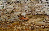 Дефект каменной стены