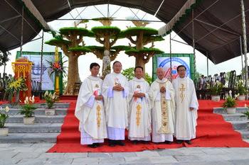Giáo xứ Cách Tâm khánh thành lễ đài Đức Mẹ La-vang