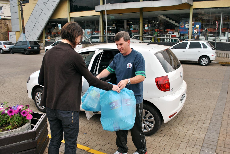 Hábito Legal arrecada 6,5 mil garrafas PET e distribui 400 sacolas retornáveis DSC 0291