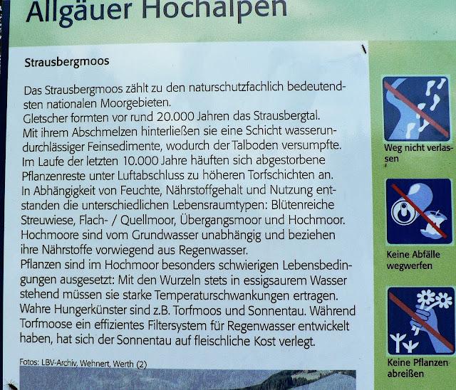 Hinweisschild Tafel Moorgebiet im Strausbergtal Teil des Naturschutzgebiets Allgäuer Hochalpen Imberg Sonthofen