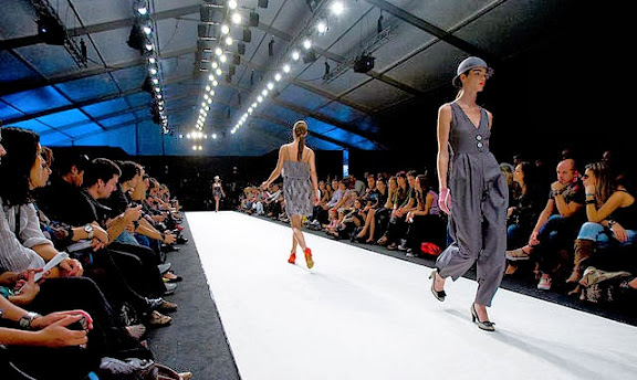 how to walk on catwalk