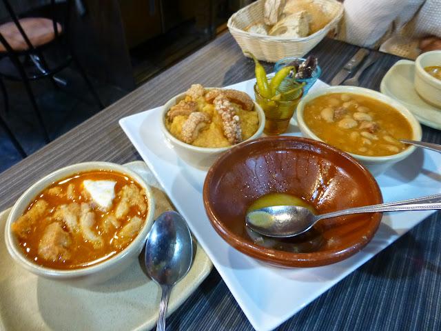 Sopas de ajo, judiones y patatas revolconas
