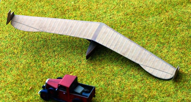 RRG Storch IV... Traduction: un planeur aile volante FINI5