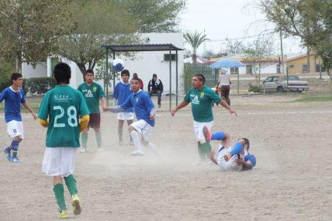 Aliens contra Fovissste en el torneo de segunda fuerza de la Liga Municipal de Futbol Soccer