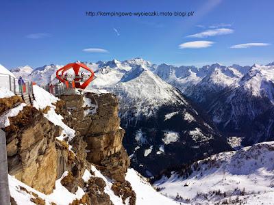 na zdjęciu dizajnerska platforma widokowa w Ski Amade