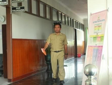Edy Mulyono Ketua Panitia Lelang DPU BMCK usai diperiksa Kasi Pidsus Kejari Ngawi