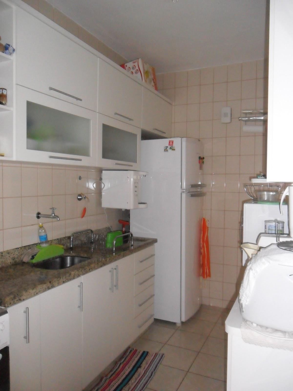 Cozinha com alterações: acréscimo de azulejos #486A2B 1200x1600 Banheiro Com Azulejo Ate A Metade