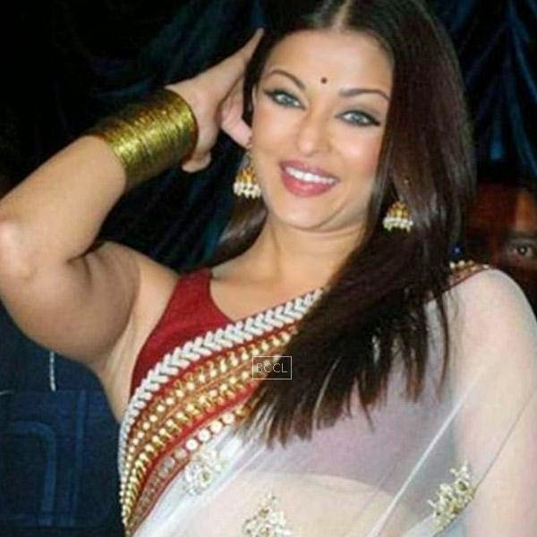 At Raavan's music launch, it was an embarrassing situation when Aishwarya Rai's  blouse was a little too short.