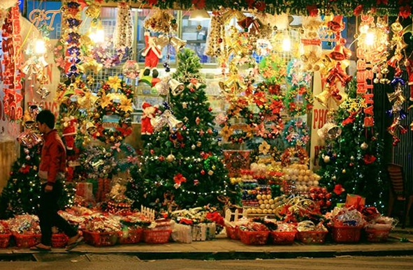 Khu phố Tàu ở Sài Gòn tràn ngập không khí Noel