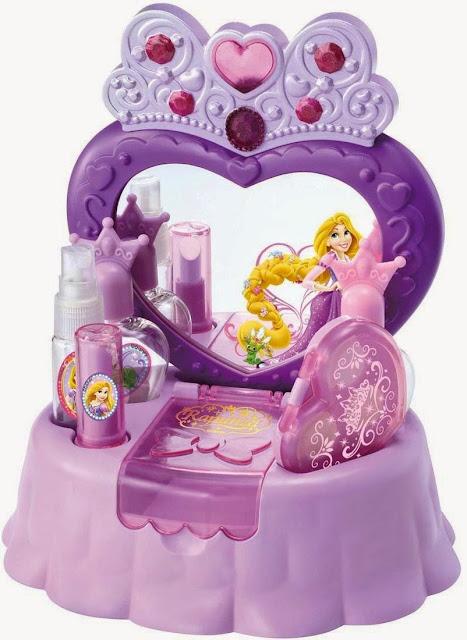 Đồ chơi trang điểm Disney hình Công chúa Rapunzel của hãng Takara Tomy Nhật Bản là món quà mơ ước dành cho các bé gái