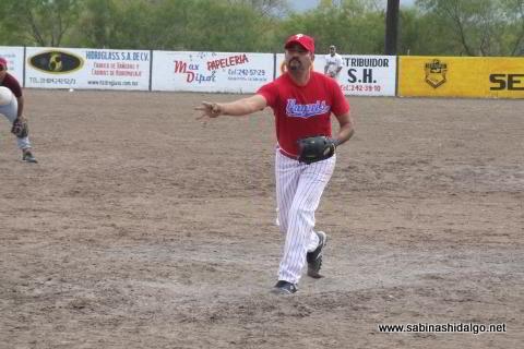 David García lanzando por Cerveceros en el softbol del Club Sertoma