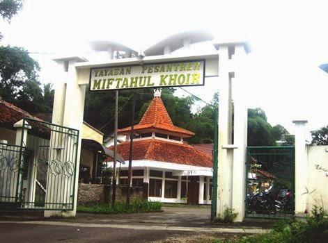 Kuliah Sambil Nyantri di di Pondok Pesantren Mahasiswa Miftahul Khoir Bandung