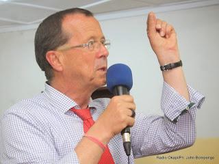 Martin Kobler, représentant spécial du secrétaire général de l'ONU en RDC répondant aux questions des étudiants de l'Université de Kinshasa, le 18/02/2014, lors d'une conférence -débat. Radio Okapi/Ph. John Bompengo