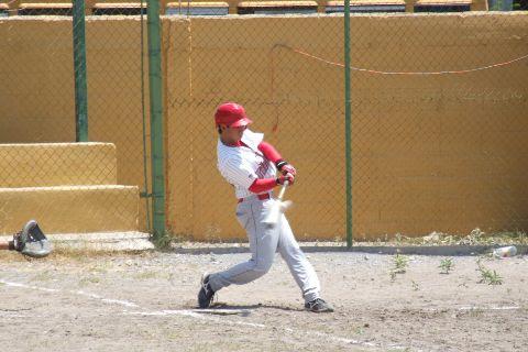 Mizael Nery de Tiburones en la Liga de Beisbol de Salinas Victoria