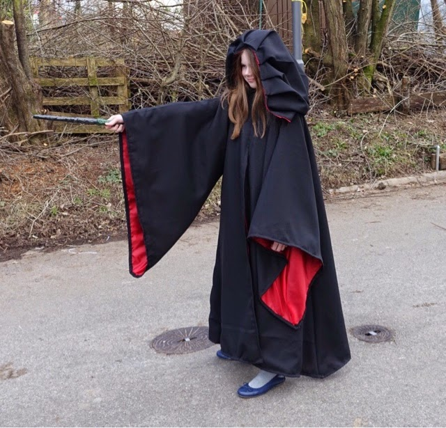 Ein Selbstgenahter Harry Potter Hermine Umhang Fur Fasching