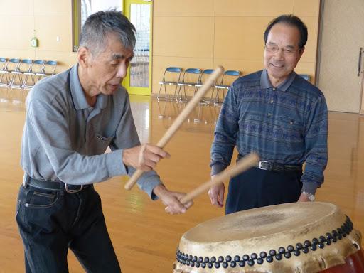 太鼓の練習をします