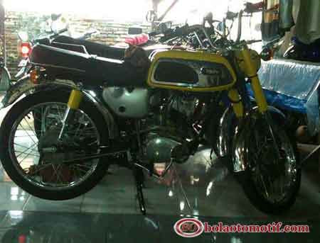 Hasil dari restoration project for yamaha AS1 twin engine