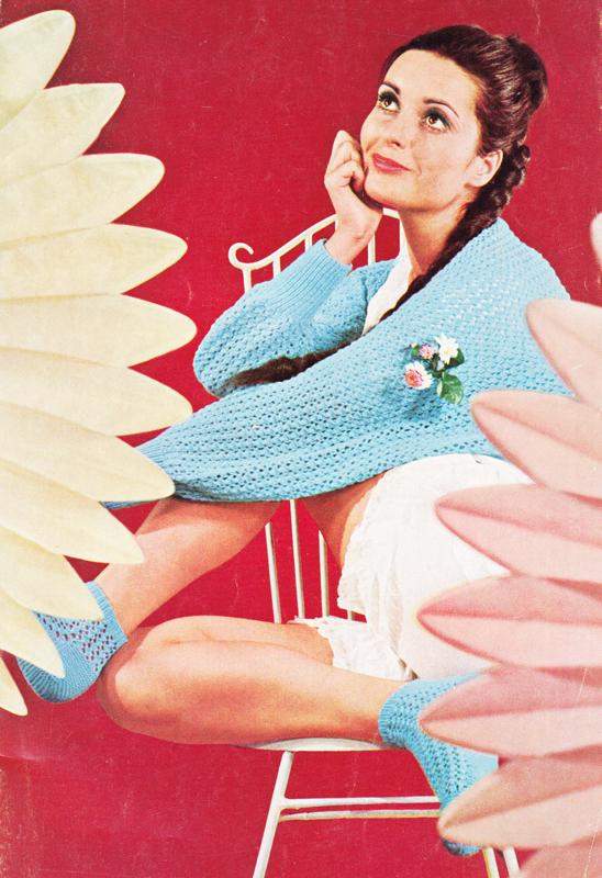 Revue de tricot vintage : Esslinger Wollheft 233 - Pour vous Madame, pour vous Monsieur, des publicités, illustrations et rédactionnels choisis avec amour dans des publications des années 50, 60 et 70. Popcards Factory vous offre des divertissements de qualité. Vous pouvez également nous retrouver sur www.popcards.fr et www.filmfix.fr