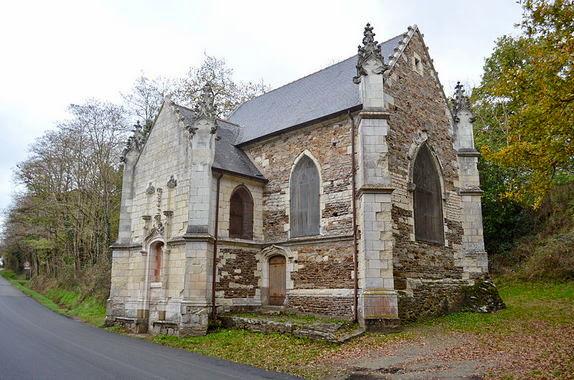 un gremnli en una capilla del siglo XV en nuestro viaje a Francia