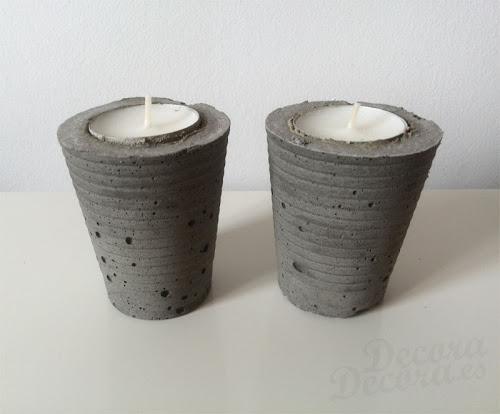 Candelabros hechos a mano con cemento.