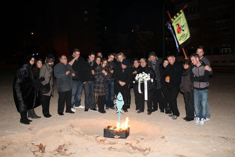 La Foguera Baver-Els Antigons celebró el entierro de la sardina