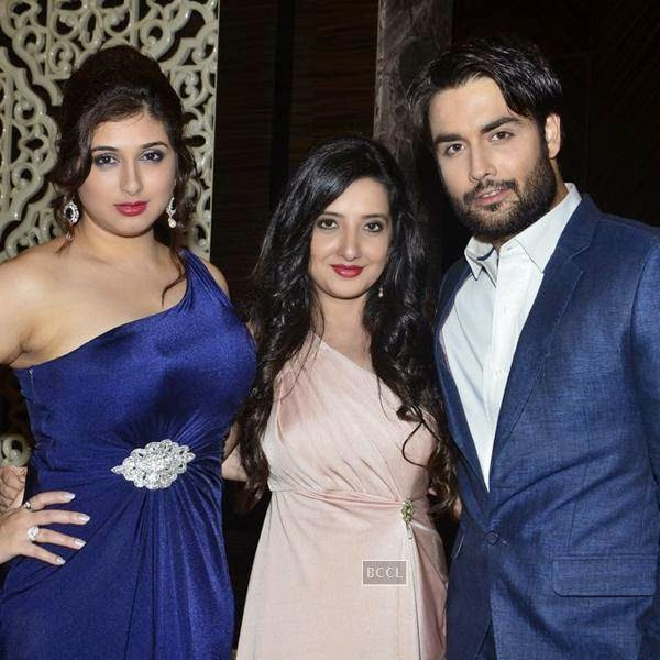 Vivian Dsena and his wife Vahbbiz Dorabjee during the launch of Leading Jewellers of the world presents Ticket to Bollywood by Gitanjali Gems Pvt Ltd in Mumbai. (Pic: Viral Bhayani)