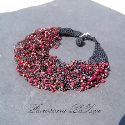 Rosa komplet szydełkowy naszyjnik kolczyki koraliki bransoleta kolory kolia biżuteria artystyczna Panorama LeSage letnia zimowa jesienna wiosenna klasyczna