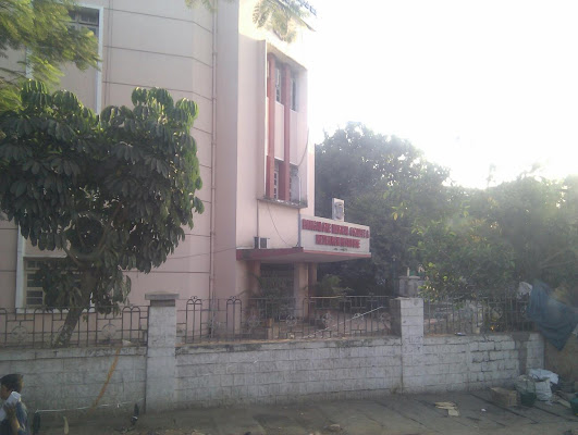 Bangalore Medical College and Research Institute, Rajaram Mohan Roy Rd, Ambedkar Veedhi, Sampangi Rama Nagar, Bengaluru, Karnataka 560002, India