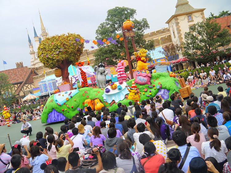 halloween parade disneyland Winnie the pooh