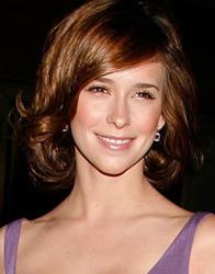 Jennifer Love Hewitt, rosto coração, de cabelo curto