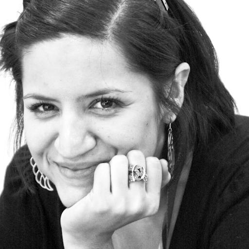 Dania Guzman Photo 14