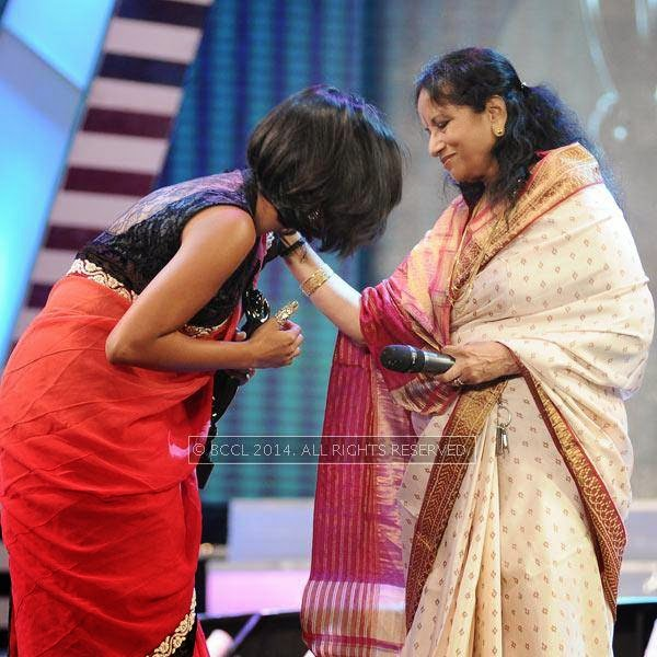 Singer Vani Jayaram presents the award to Shakthisree Gopalan in Tamil for the song 'Nenjukulla' from the film 'Kadal' during the 61st Idea Filmfare Awards South, held at Jawaharlal Nehru Stadium in Chennai, on July 12, 2014.